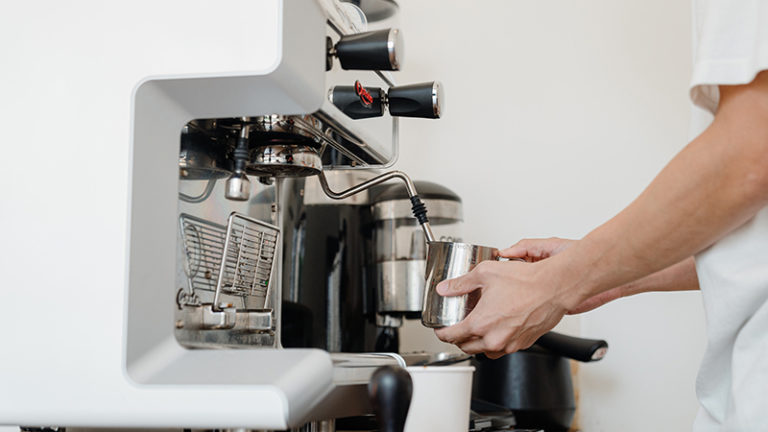 How to clean your coffee maker with baking soda?