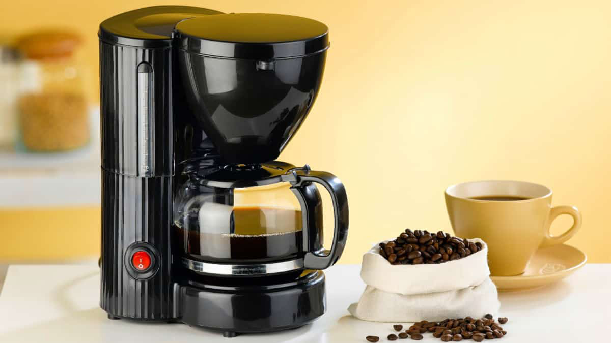 How to clean your coffee maker with vinegar?